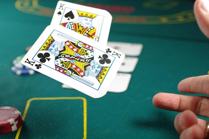 Spela med pengar online 33319
